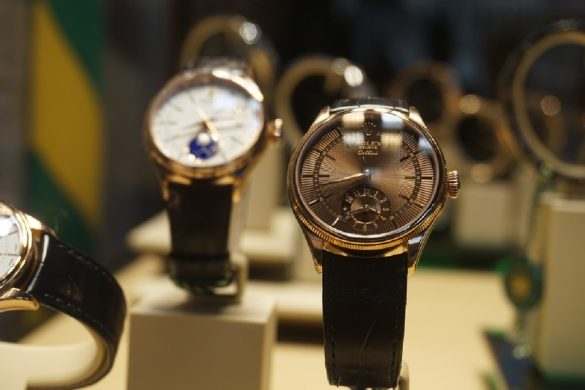 What You Need To Know When Buying Luxury Watches Online