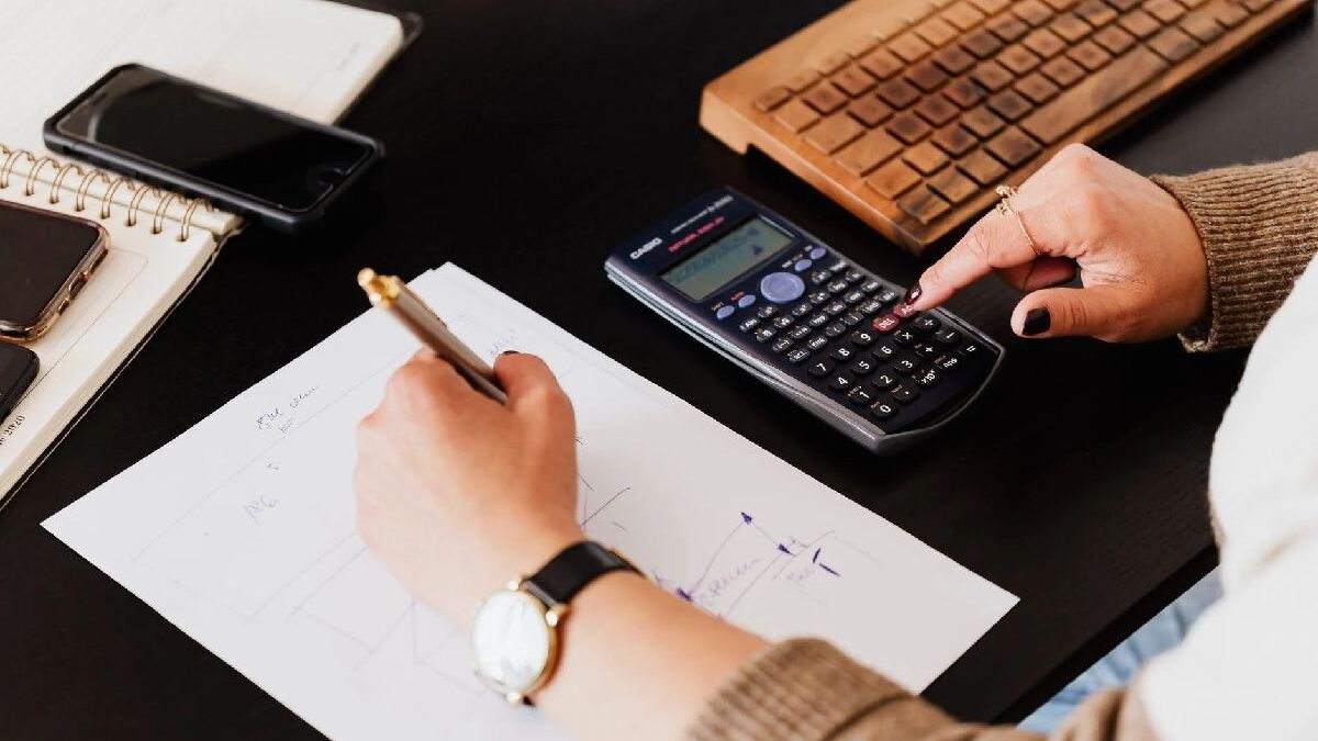 5 Essential Characteristics to Become an Accountant