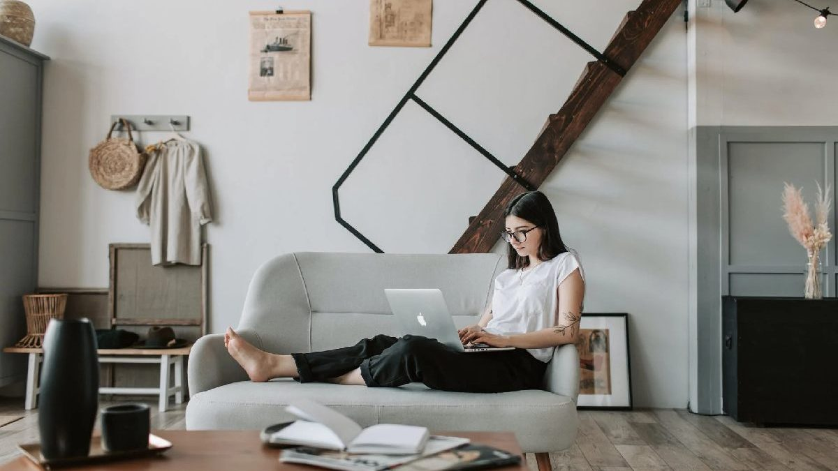 10 Home-Based Businesses You Can Start with just a MacBook